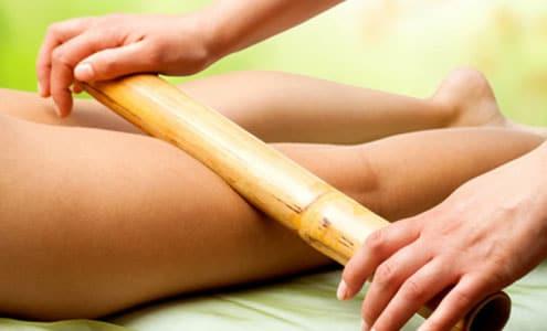 Masaje terapia de bambú